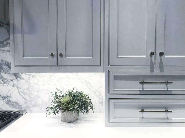 küchenschränke - schrank stock-fotos und bilder