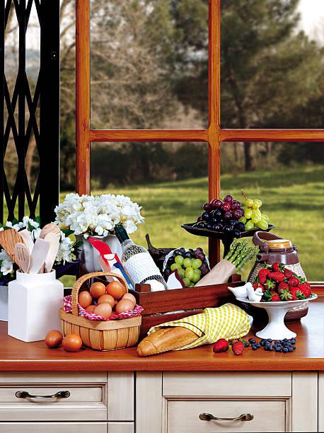 küche mit granitoberflächen - hofladen stock-fotos und bilder