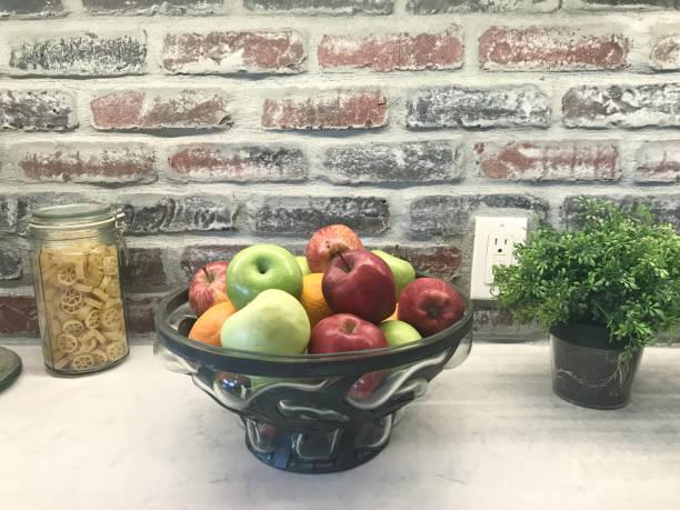 küche dekoration - italienische küchen dekor stock-fotos und bilder