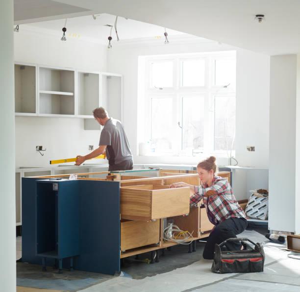 kök montörer - husutbyggnad bildbanksfoton och bilder