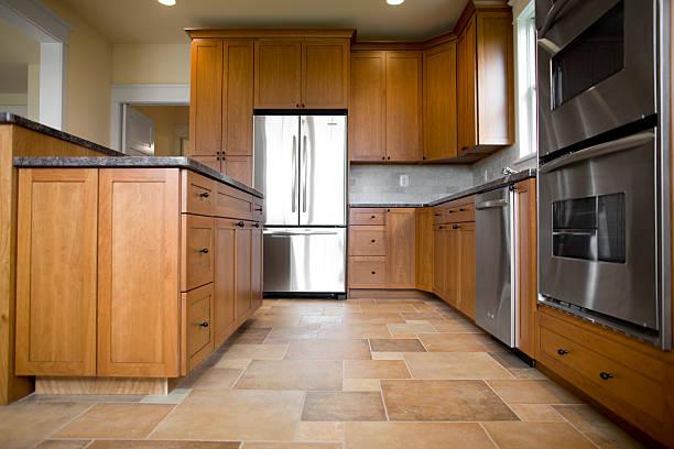 küche in neu gebautes haus - fliesenboden stock-fotos und bilder