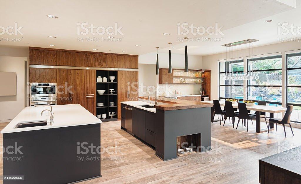 キッチンインテリアで高級ホーム インテリアのストックフォトや画像を