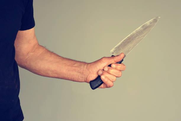 küchenmesser in der hand - killer workouts stock-fotos und bilder