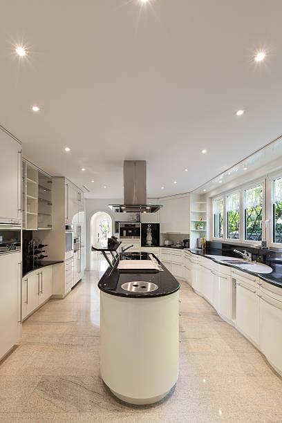 Kitchen of a luxury home picture id540737266?b=1&k=6&m=540737266&s=612x612&w=0&h=u1kznvqktar35v0xgjxa5hfs5u5mpagcuo0xvxpucbw=
