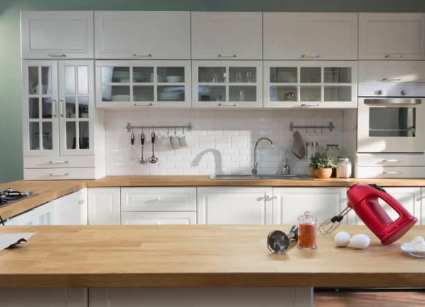 ausgestattete küche - küche italienisch gestalten stock-fotos und bilder