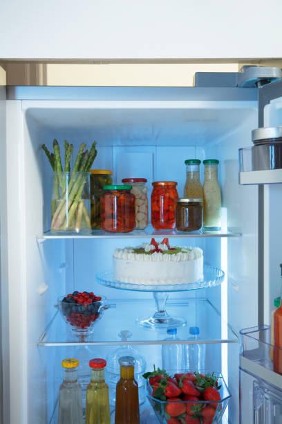 ausgestattete küche - nummer 1 kuchen stock-fotos und bilder