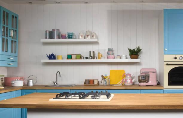 ausgestattete küche - küche rustikal gestalten stock-fotos und bilder