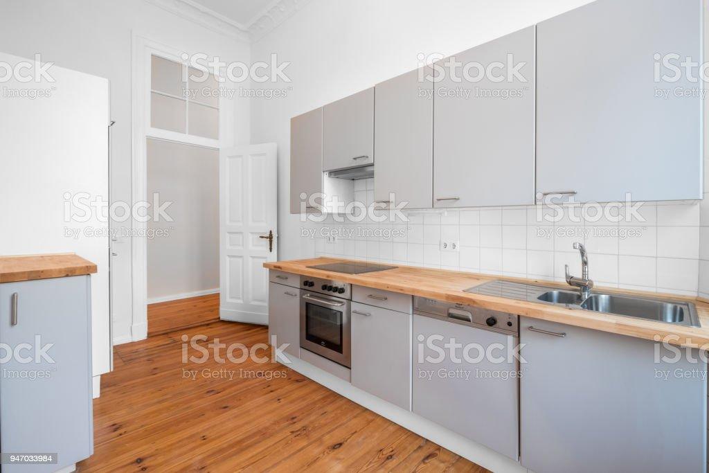 Küche Mit Einbauküche Und Parkett Stockfoto und mehr Bilder ...