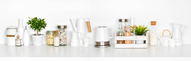küchenregal voll von verschiedenen utensilien isoliert auf weißem hintergrund - keramikteekannen stock-fotos und bilder