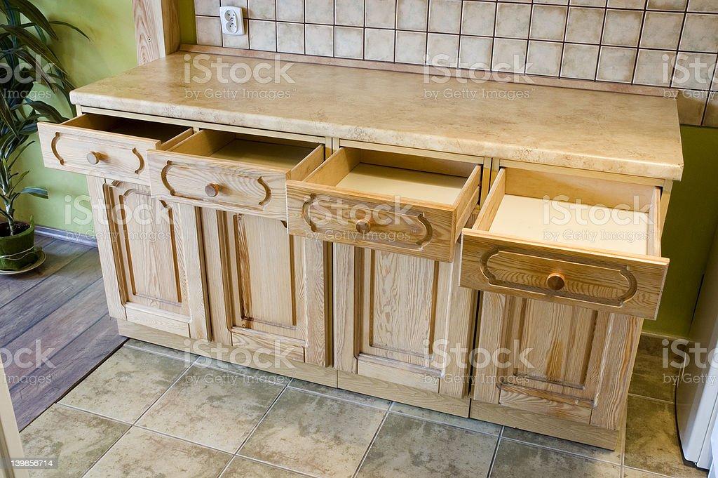 Küche-Regal mit Schieber eröffnet – Foto