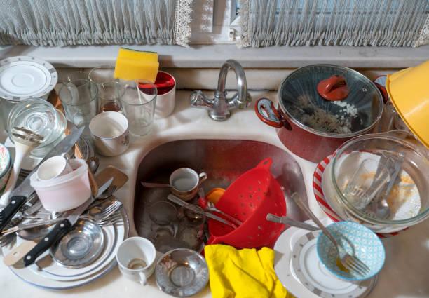 Spüle voller schmutziges Geschirr – Foto