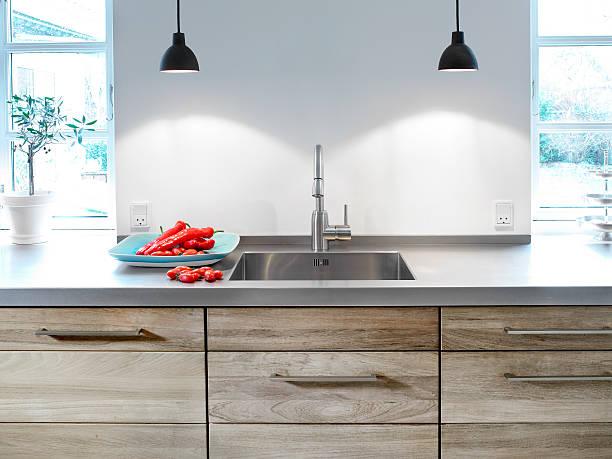 kitchen table and sink - tutamak üretilmiş nesne stok fotoğraflar ve resimler