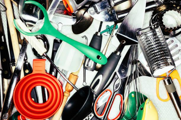 kitchen utensils in kitchen drawer - keukengereedschap stockfoto's en -beelden