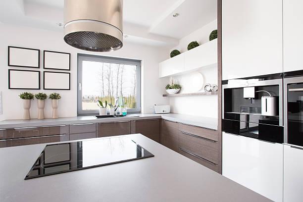 küche mit insel - kochinsel stock-fotos und bilder