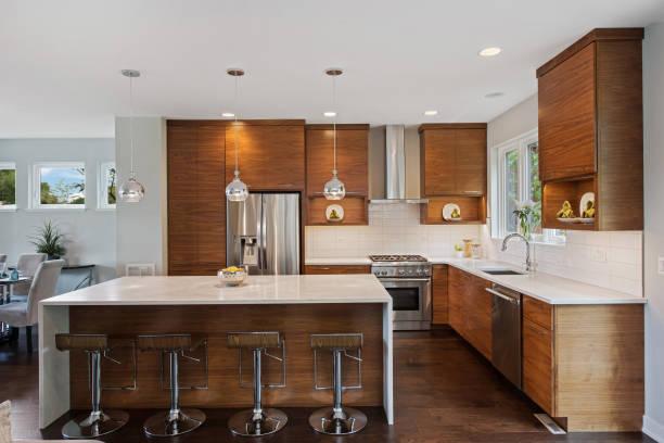 küche mit naturholzschränken - gourmet küche stock-fotos und bilder