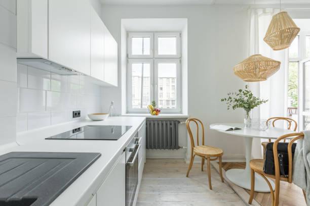 küche mit runder tisch - heizraum stock-fotos und bilder