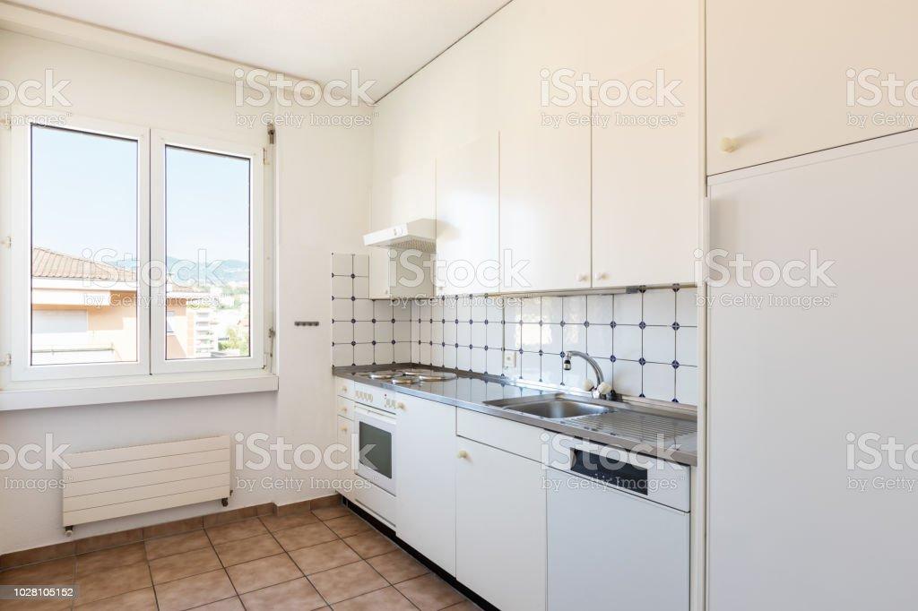 Küche mit weißen und Fliese, Vintage-Möbel – Foto