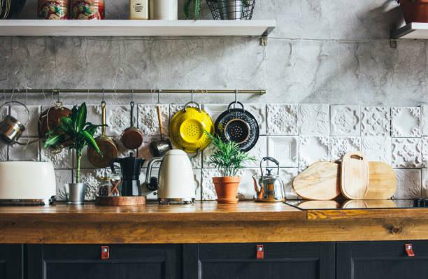 surface de travail de cuisine, éléments intérieurs, style rustique scandinave - france photos et images de collection