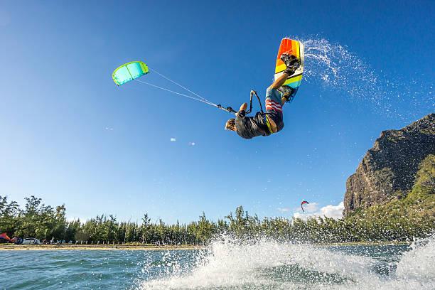 kiter's  trick - extreme sporten stockfoto's en -beelden