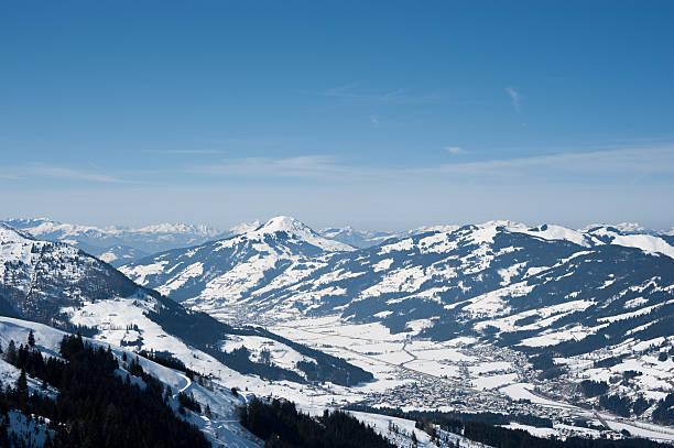 Kitzbühel Alpen im winter Österreich Blick in Richtung Kirchberg – Foto