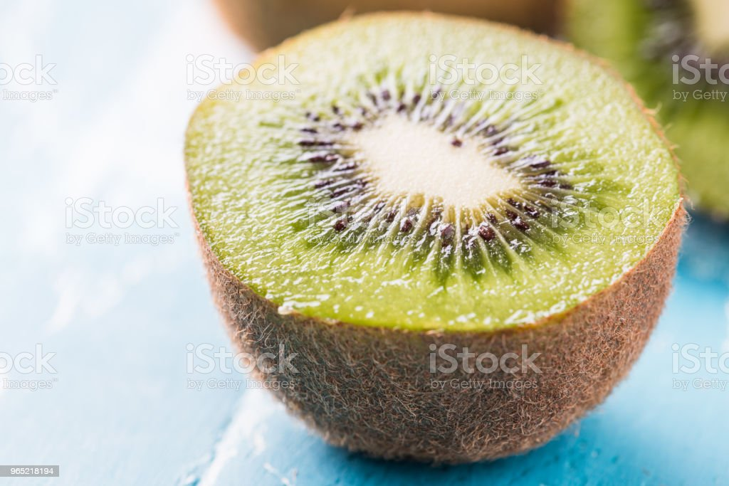 Kiwi fruit in a bowl on wooden background. zbiór zdjęć royalty-free