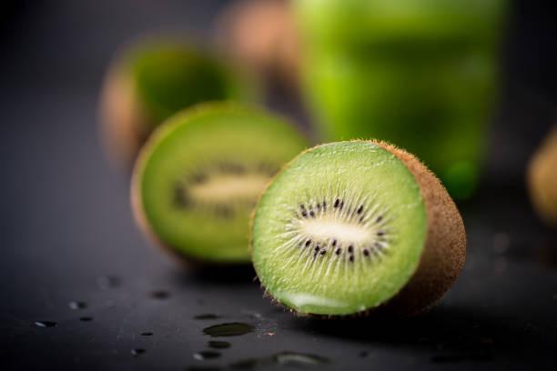 kiwi fruit - kiwi imagens e fotografias de stock