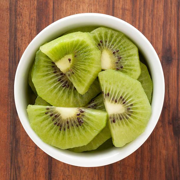 quivi - kiwi imagens e fotografias de stock