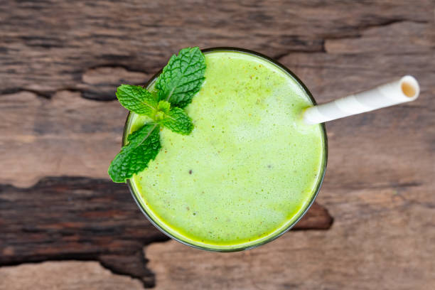 kiwi yogurt fruit juice smoothie and green kiwi juice drink healthy, delicious taste in a glass for weight loss on a white wooden background from the top view. - healthy green juice foto e immagini stock