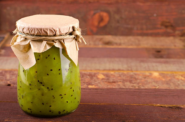 kiwi-mint homemade jam on wooden background. - ingwermarmelade stock-fotos und bilder
