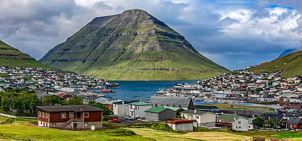 klaksvik, faroe island,panoramic view - faeröer stockfoto's en -beelden
