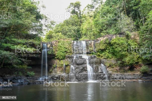 Foto de Cachoeira De Klongchao Na Ilha De Koh Kood Tailândia e mais fotos de stock de Beleza
