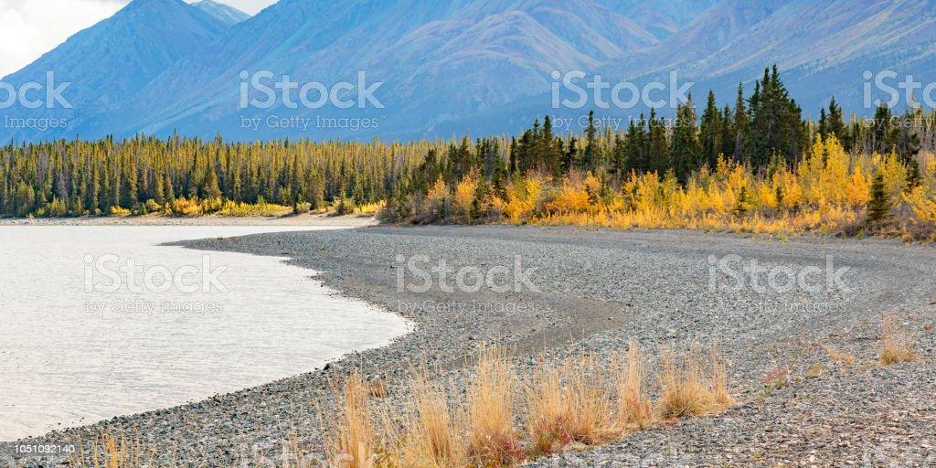 Lago Kluane cerca de Haines Jinction en Yukon Canadá - foto de stock