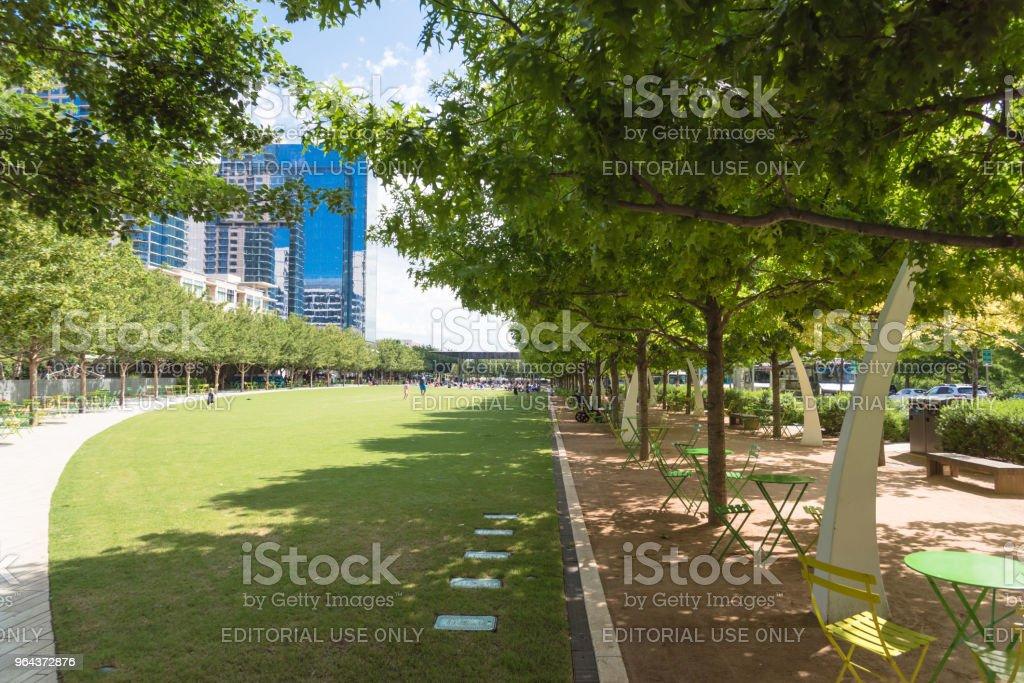 Klyde Warren Park een 5.2-acre park in het centrum van Dallas, Texas - Royalty-free Architectuur Stockfoto