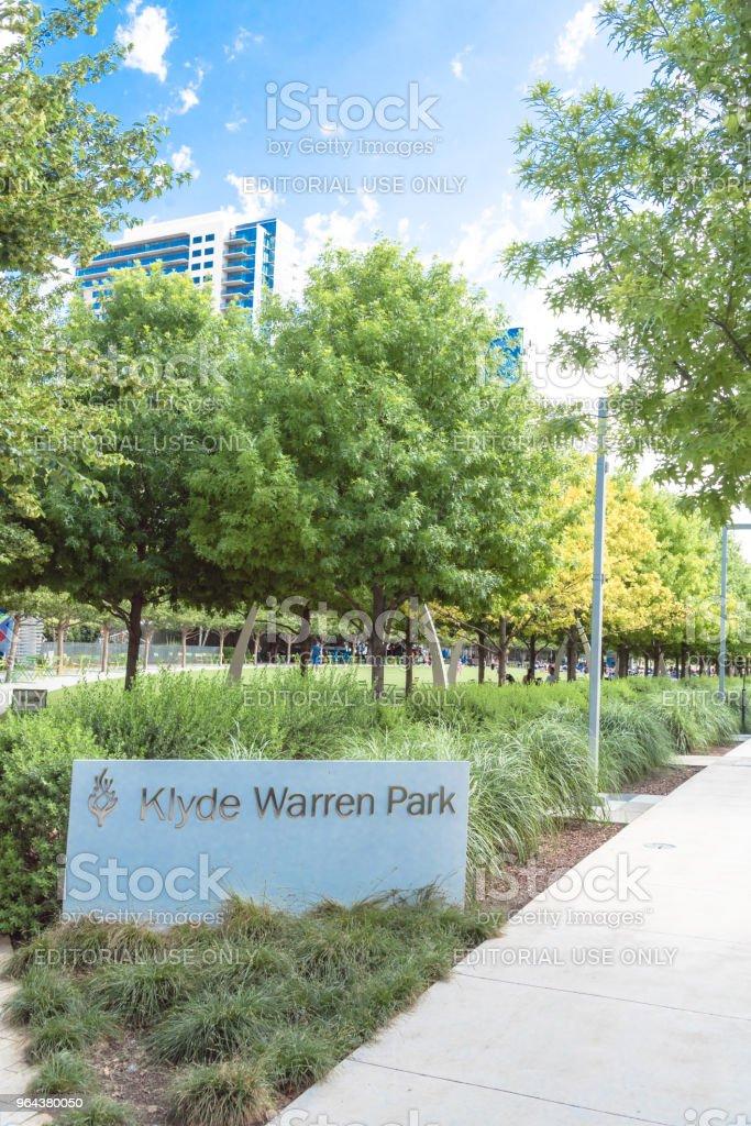 Parque de Warren Klyde um parque público de 5,2 hectares no centro de Dallas, Texas - Foto de stock de Andar royalty-free