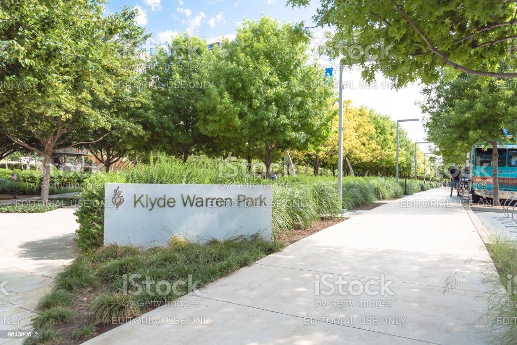 Parque de Warren Klyde um parque público de 5,2 hectares no centro de Dallas, Texas - Foto de stock de Andando royalty-free