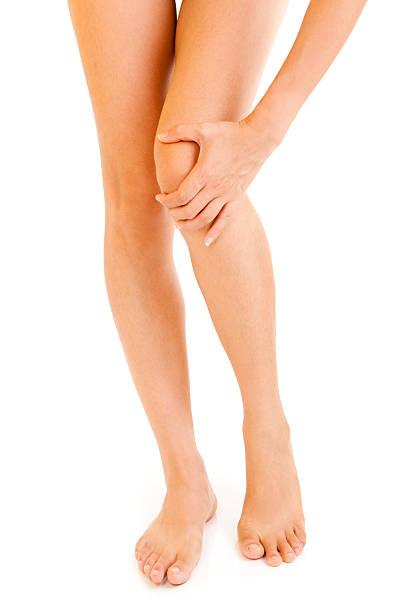 knie verletzungen - schlanke waden stock-fotos und bilder