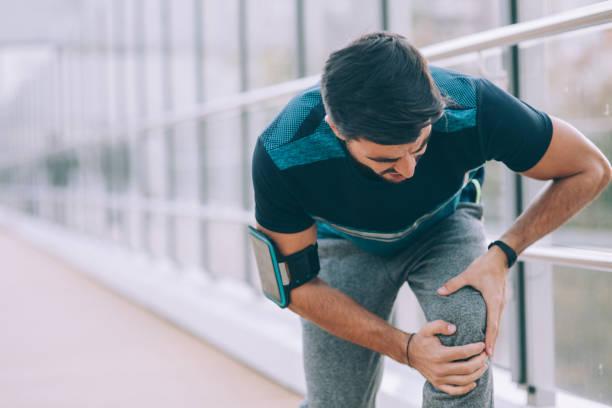 knee injury - menisco foto e immagini stock