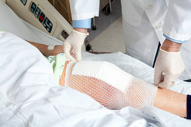 knee replacement bandage - jodijacobson stock pictures, royalty-free photos & images