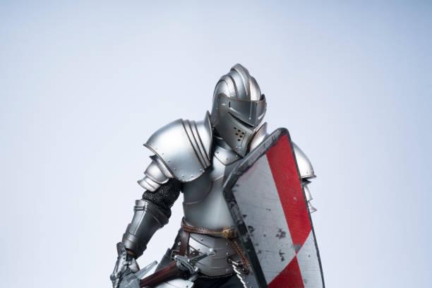chevalier avec bouclier - bouclier photos et images de collection