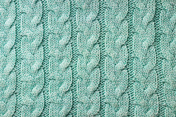 knitted background. a sample of knitting from wool. knitting pattern. - lavorare a maglia foto e immagini stock