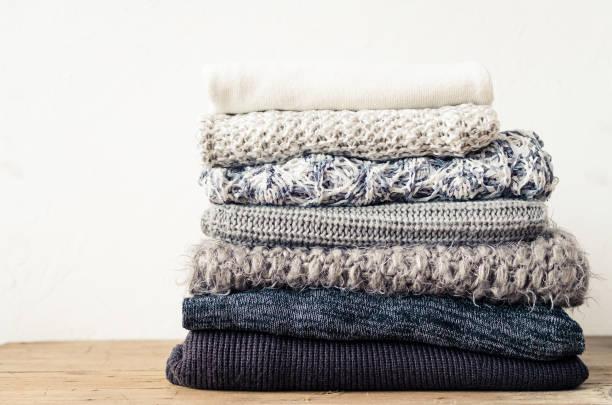 gebreide wollen truien - deken stockfoto's en -beelden