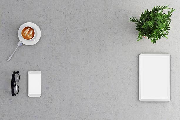 knolling office desk view - tablet mit displayinhalt stock-fotos und bilder