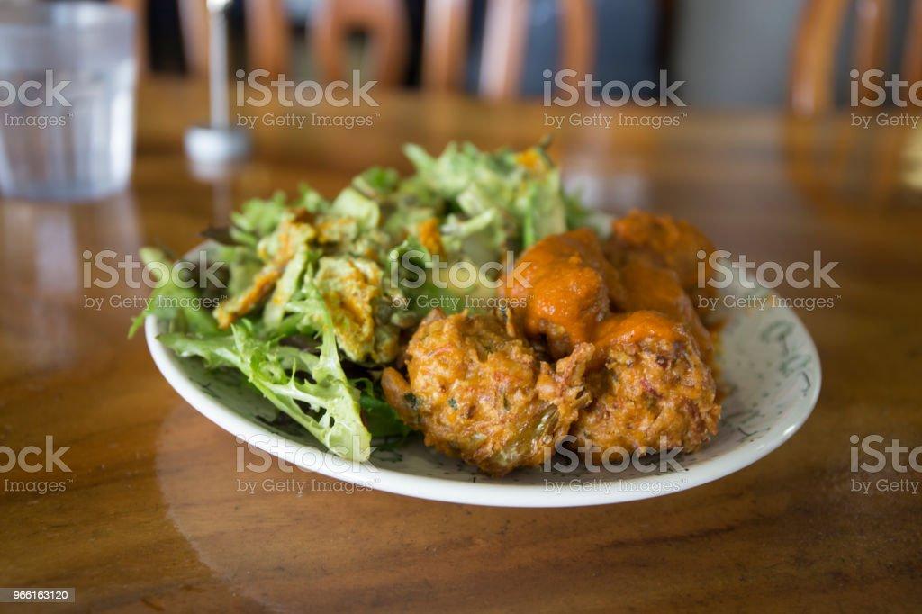 kofta balls with salads - Стоковые фото Авокадо роялти-фри
