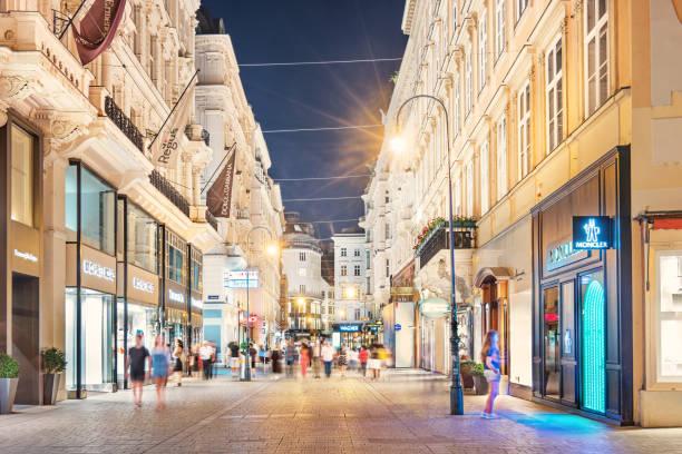 kohlmarkt shoppinggata i gamla stan wien österrike - fotgängarområde bildbanksfoton och bilder