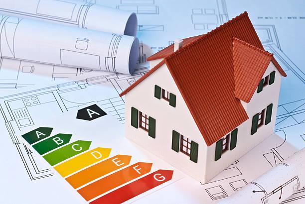 ökolabel und architekturmodell - efficacité énergétique photos et images de collection