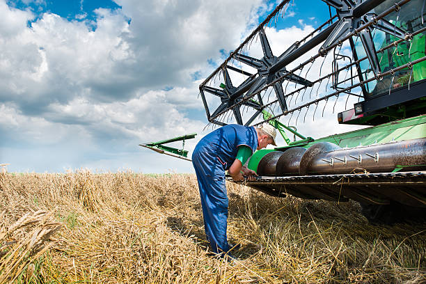 Kombine fixing header on old combine agricultural machinery stock pictures, royalty-free photos & images