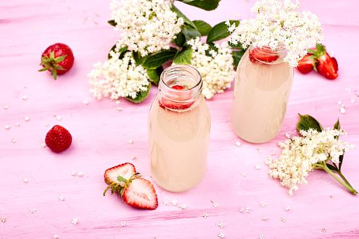Kombucha 차 Elderflower와 딸기 건강한 생활방식에 대한 스톡 사진 및 기타 이미지