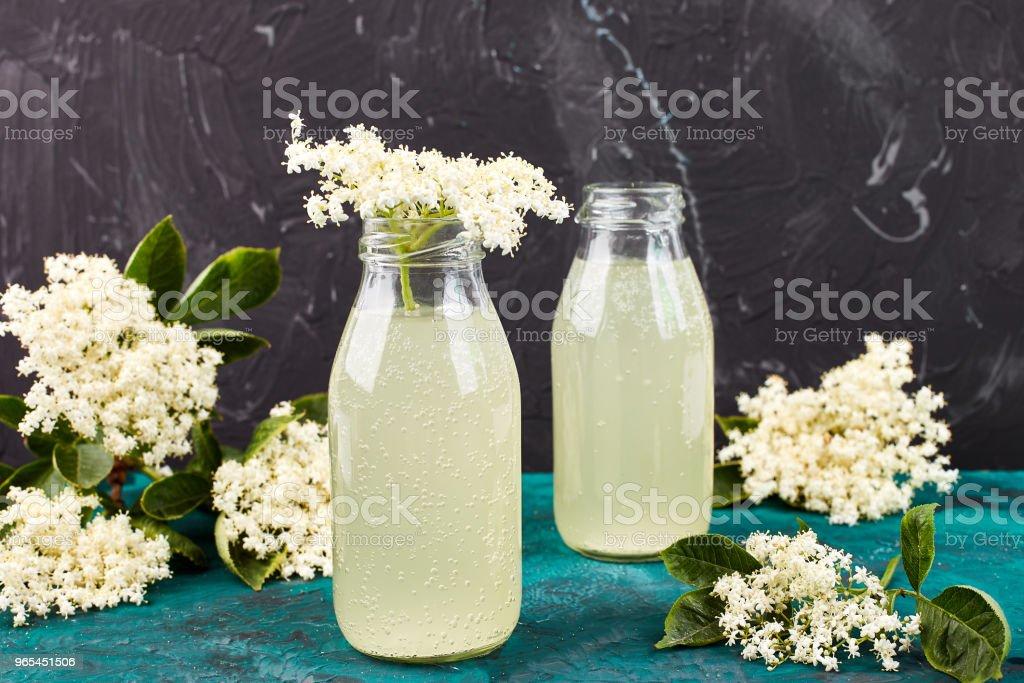 Kombucha tea with elderflower zbiór zdjęć royalty-free