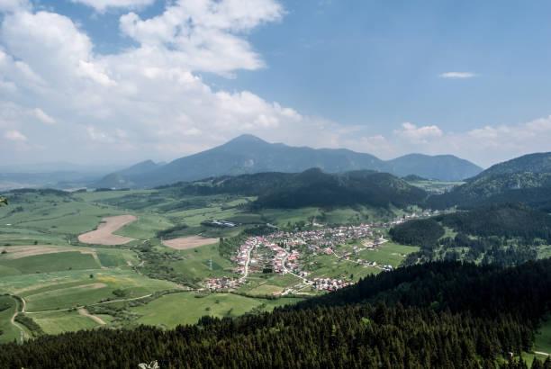 슬로바키아에서 orava 지역에서 velky choc 힐과 komjatna - 벨리카 파트라 뉴스 사진 이미지