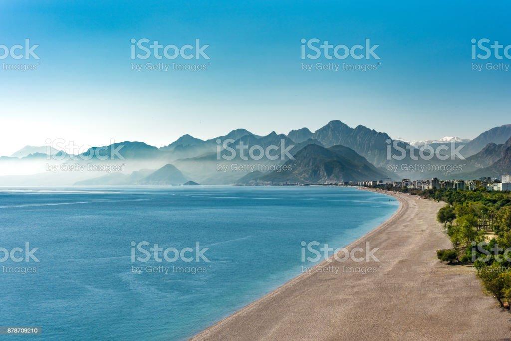 Konyaalti Strand und Berge in Antalya Türkei – Foto